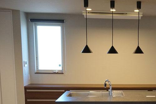 キッチン カップボード 窓